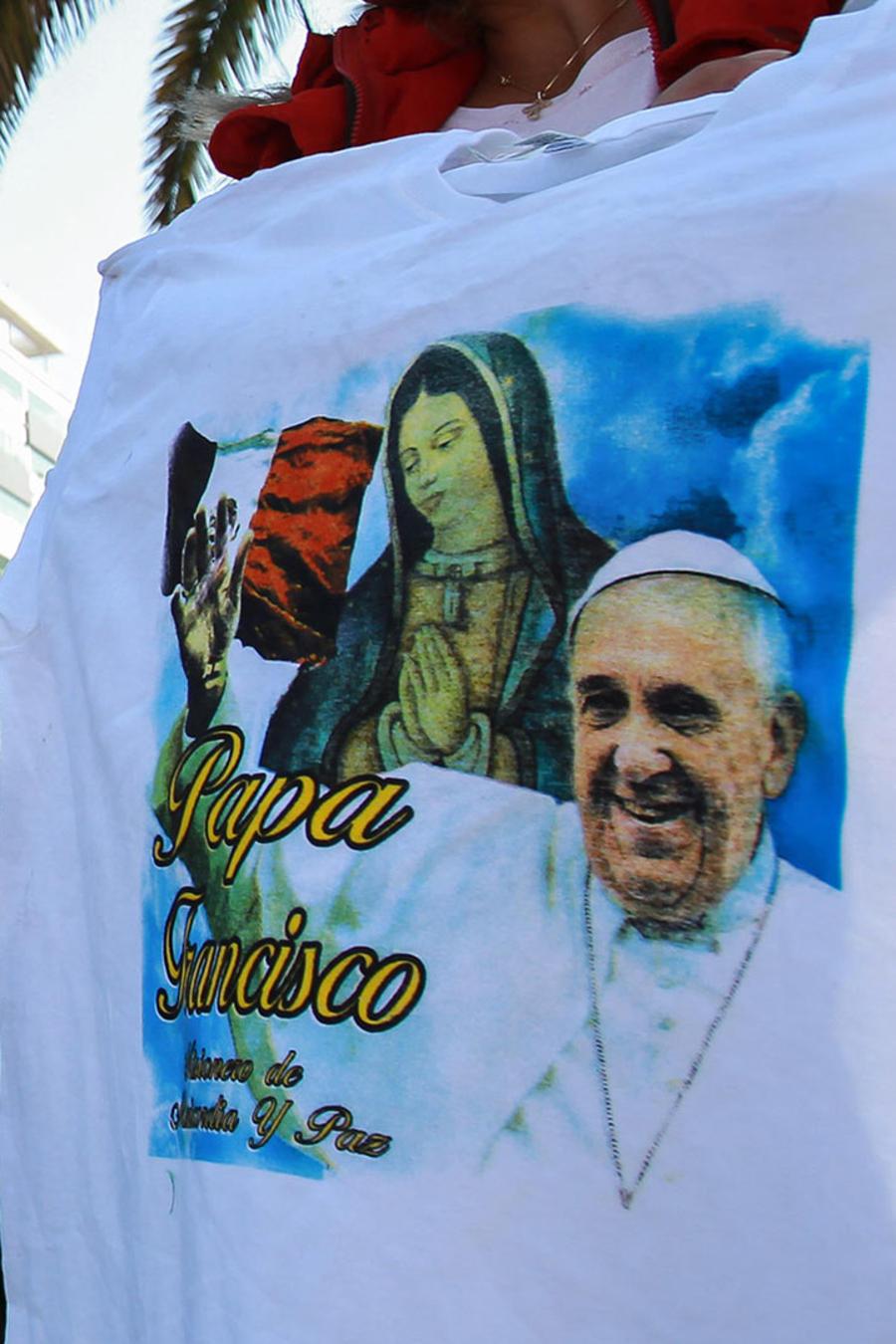 Miles se dan cita en nunciatura para saludar al Papa