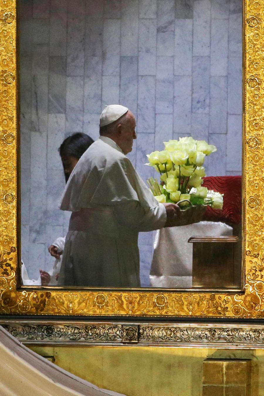 El Papa Francisco pasó un tiempo a solas con la Virgen de Guadalupe