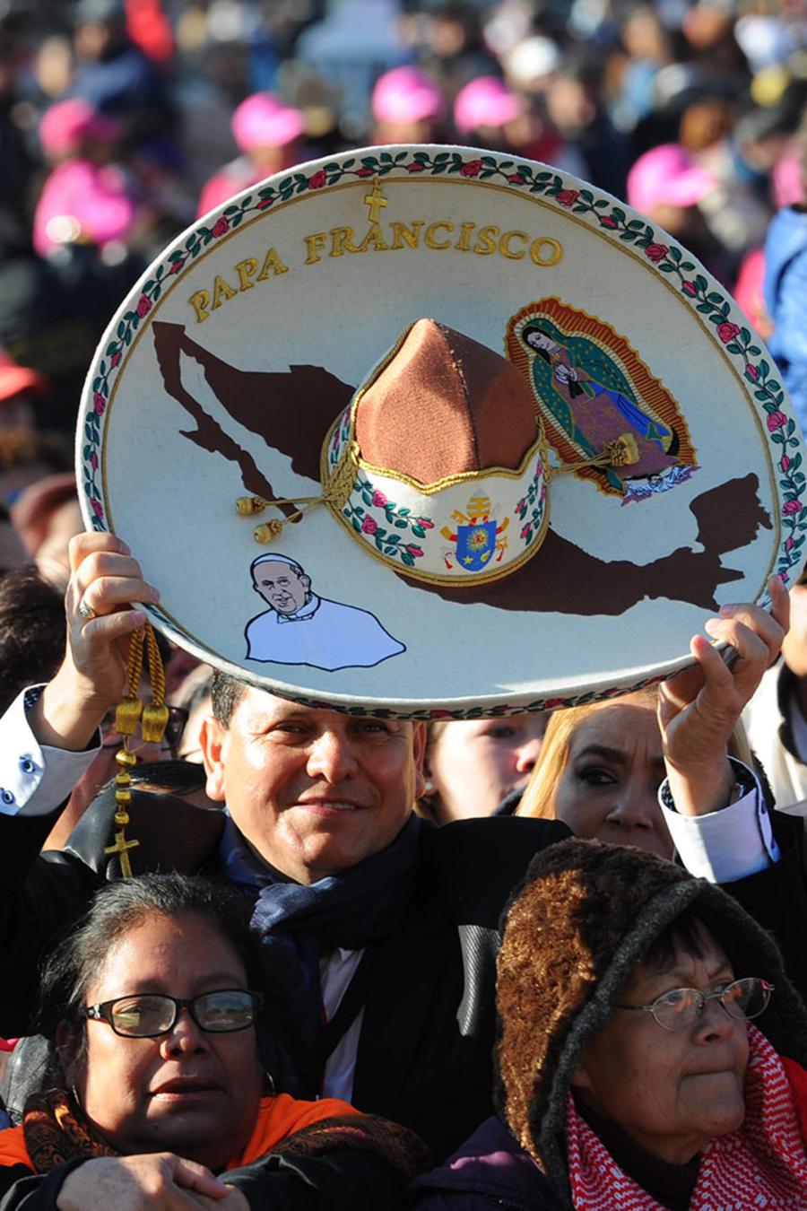 Miles escuchan mensaje papal en Basílica de Guadalupe