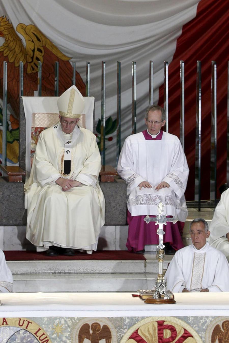 papa en la basilica