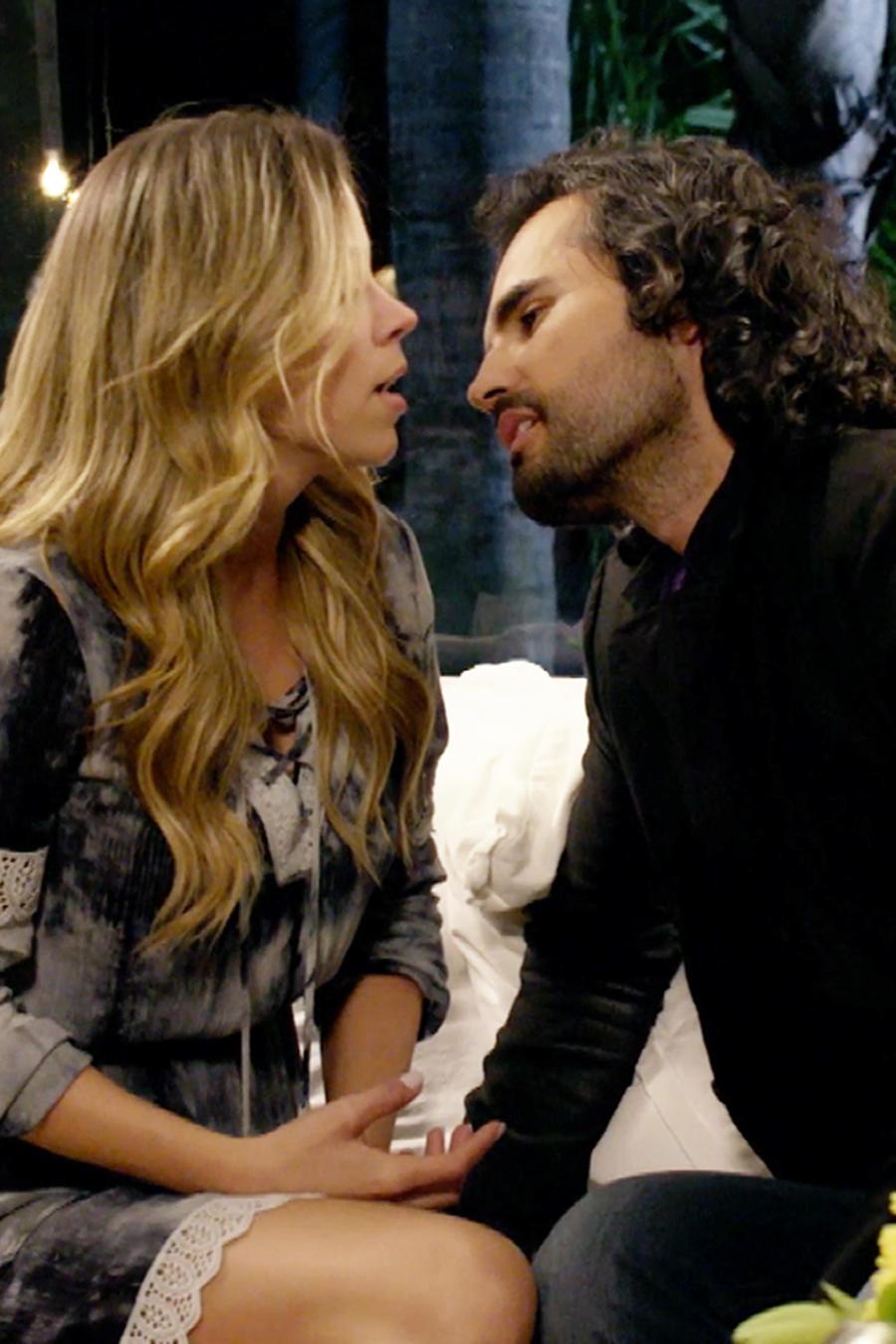 Fabián Ríos y Ximena Duque a punto de besarse