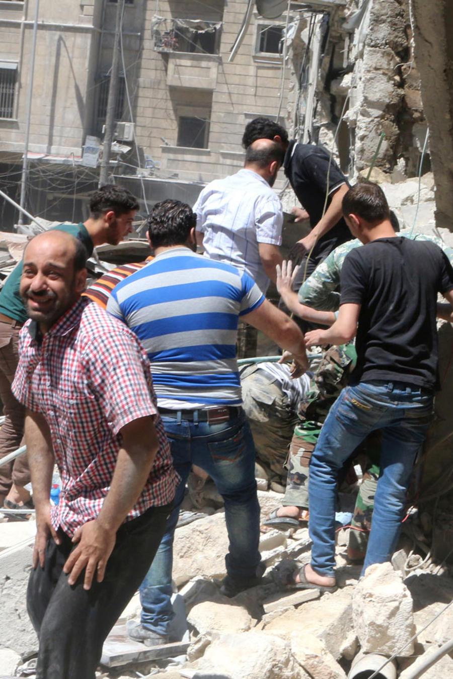 bombardean alepo en siria