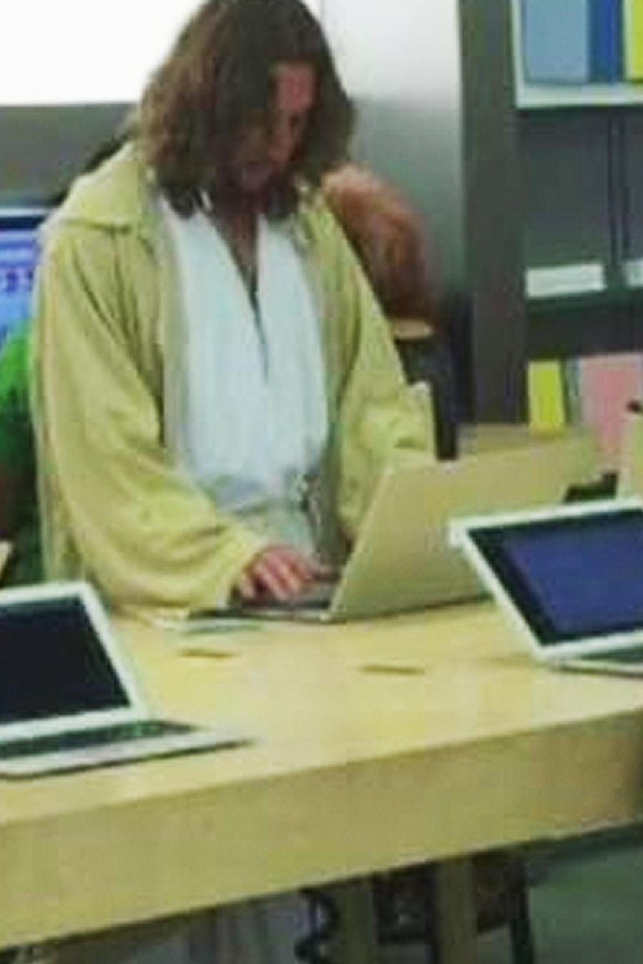 arrestan a jesus por bloquear tienda