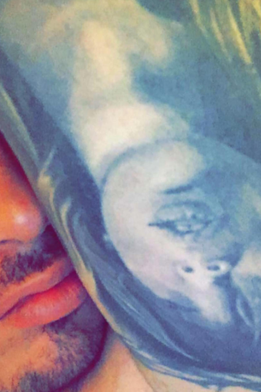 jbalvin muestra tatuaje