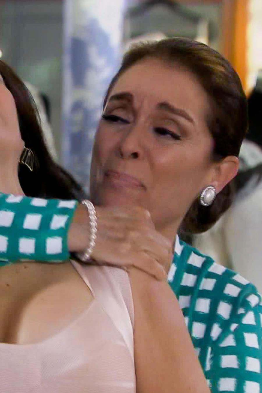 Monica Sanchez le grita asesina a Maria Antonieta Castillo en Eva la Trailera