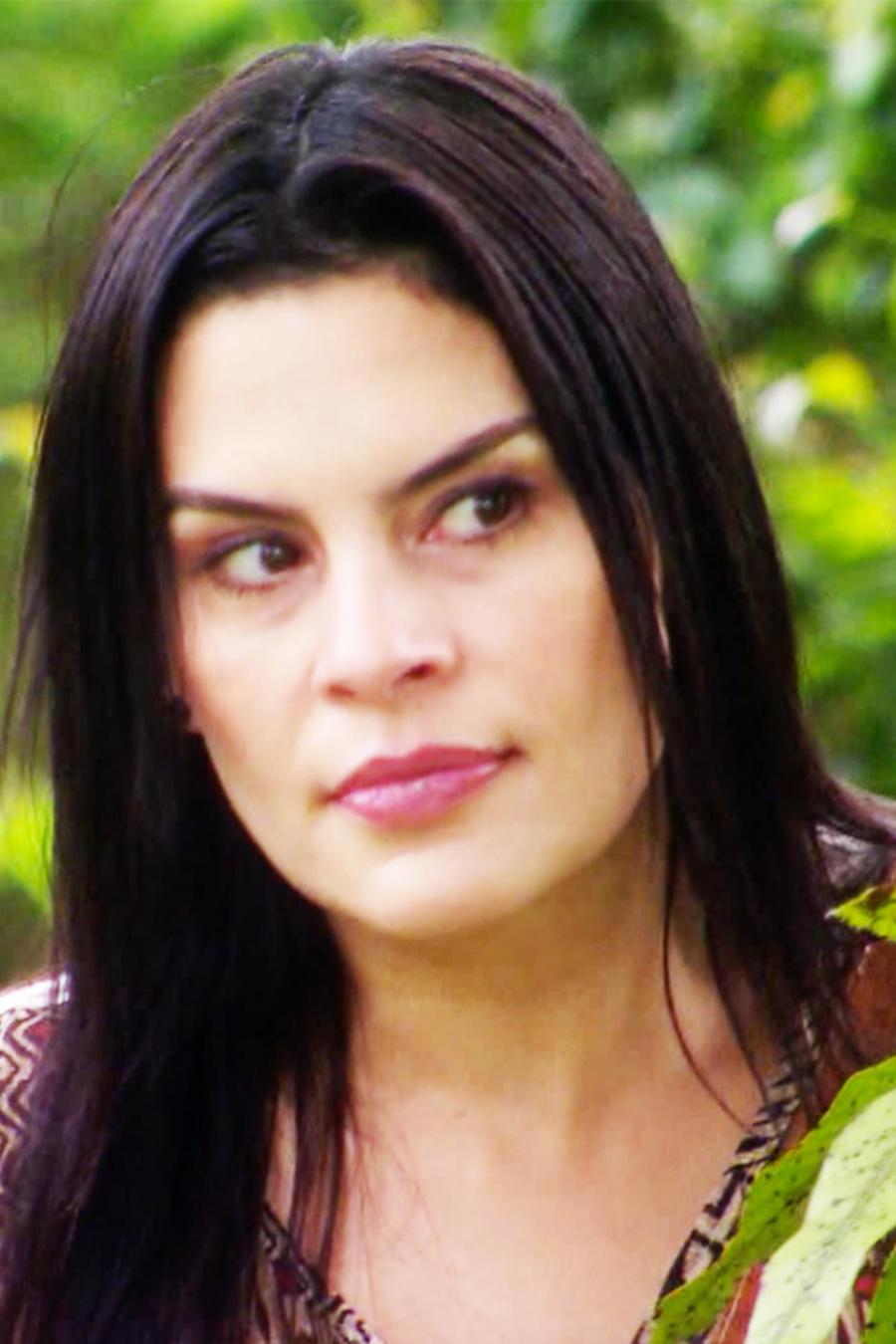 Maria Raquenel espiando en casa de Eva en Eva La Trailera