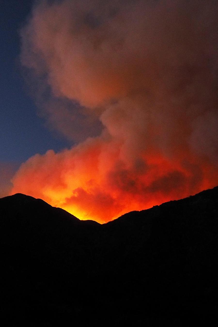 Peligroso incendio afecta zonas de California