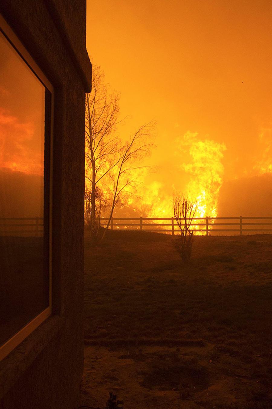 Crece incendio en California
