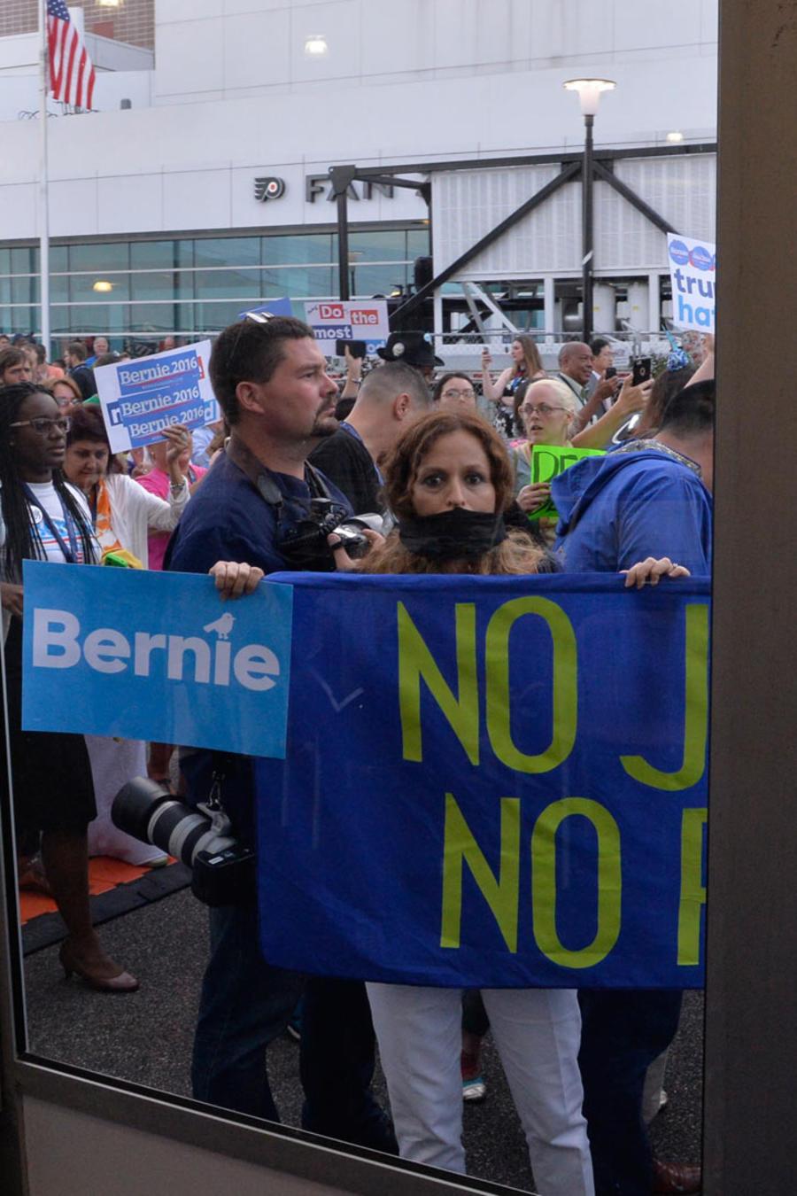 protestas contra clinton
