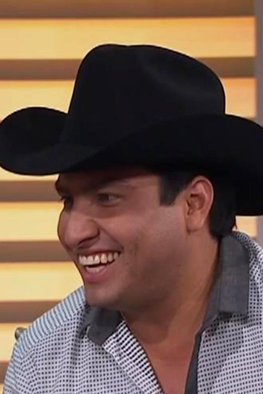 Julión Álvarez aclara la controversia sobre el trapeador
