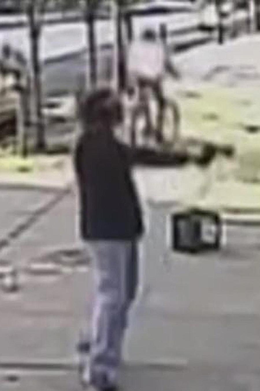 buscan a pistolero