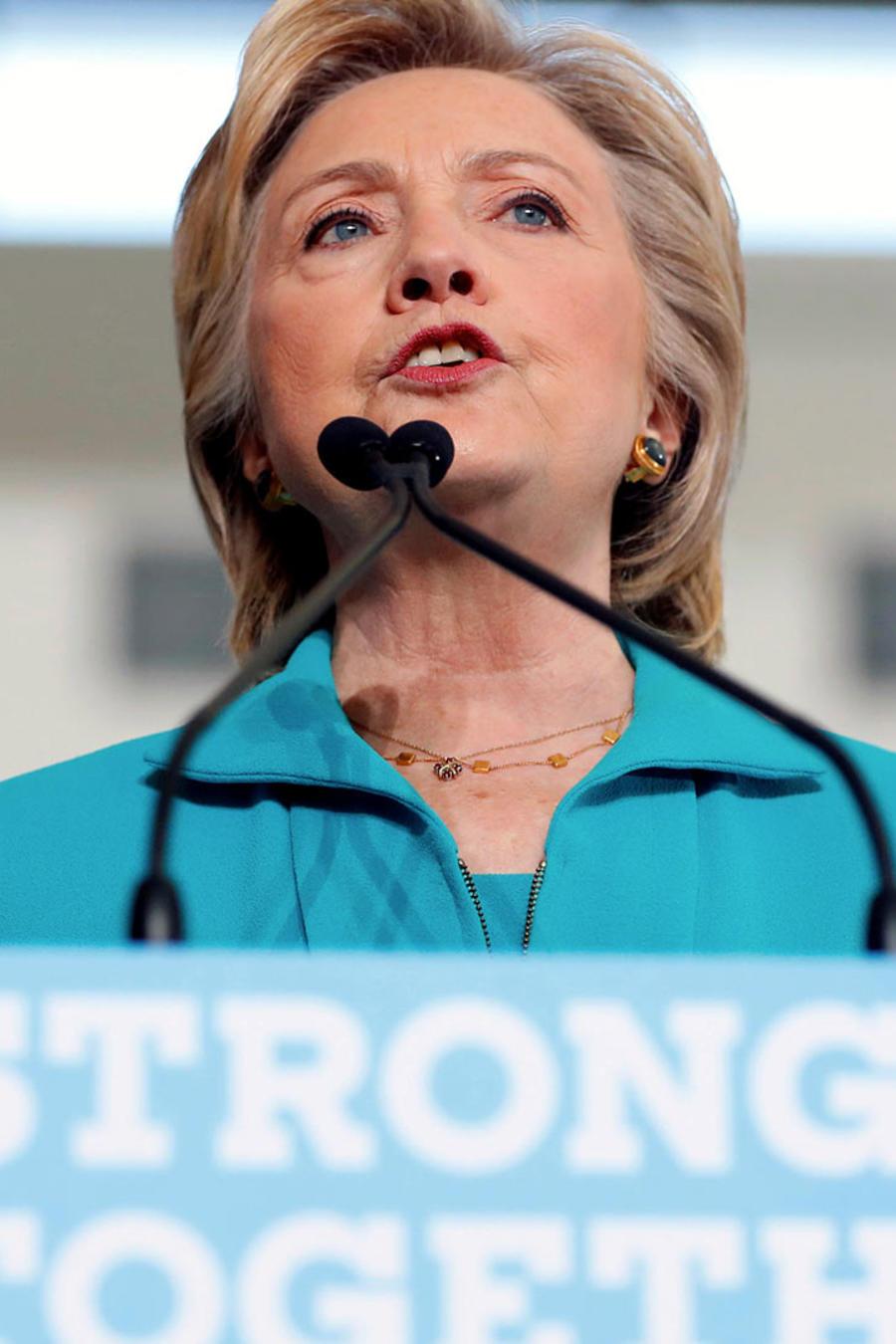 Hillary Clinton aventaja a Trump, 63 % de preferencia