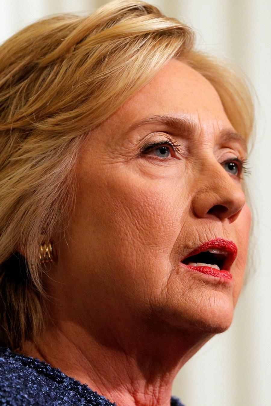 Hillary Clintos padece de neumonía