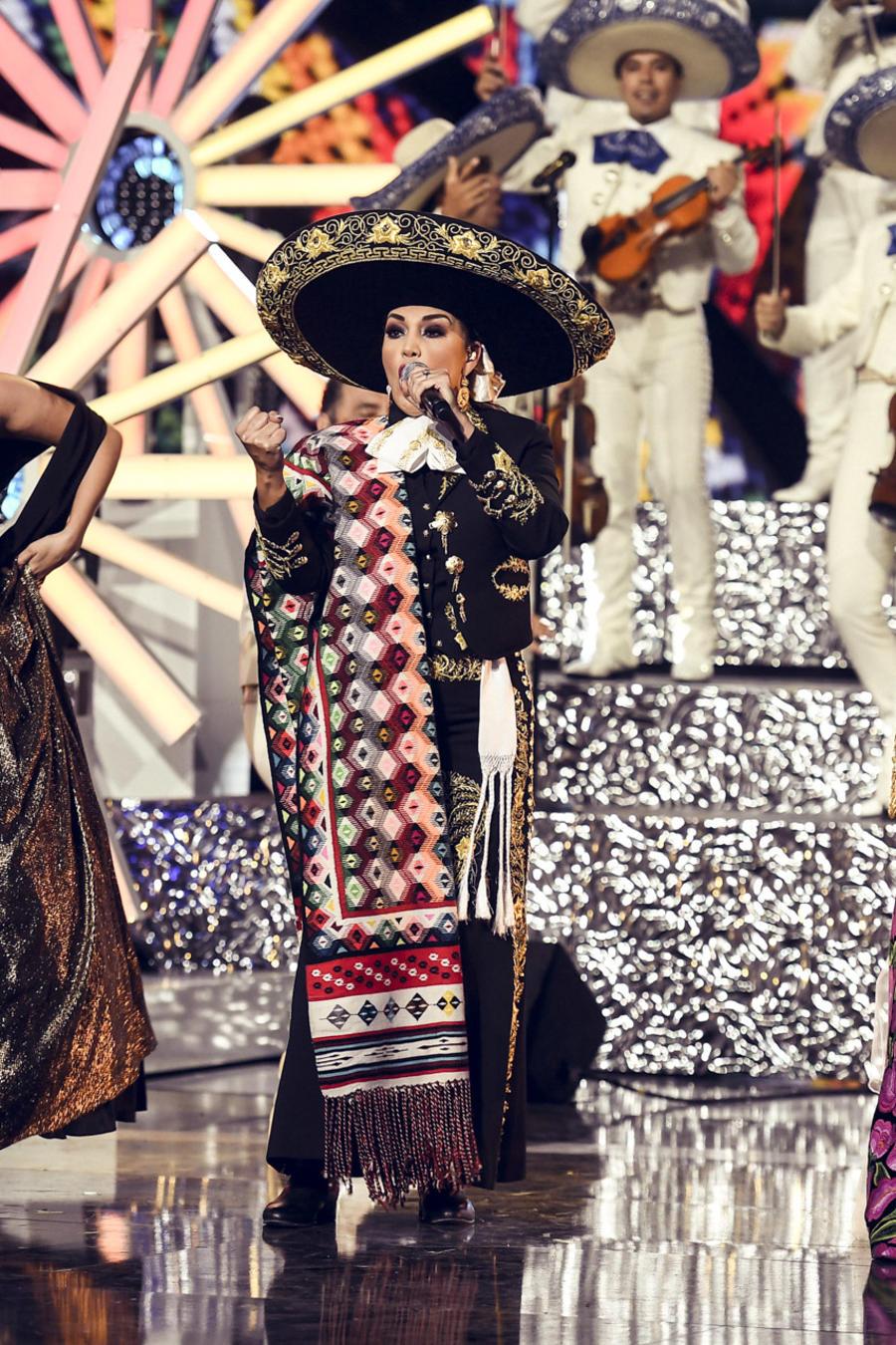 Tributo de Juan Gabriel en Latin AMAs 2016