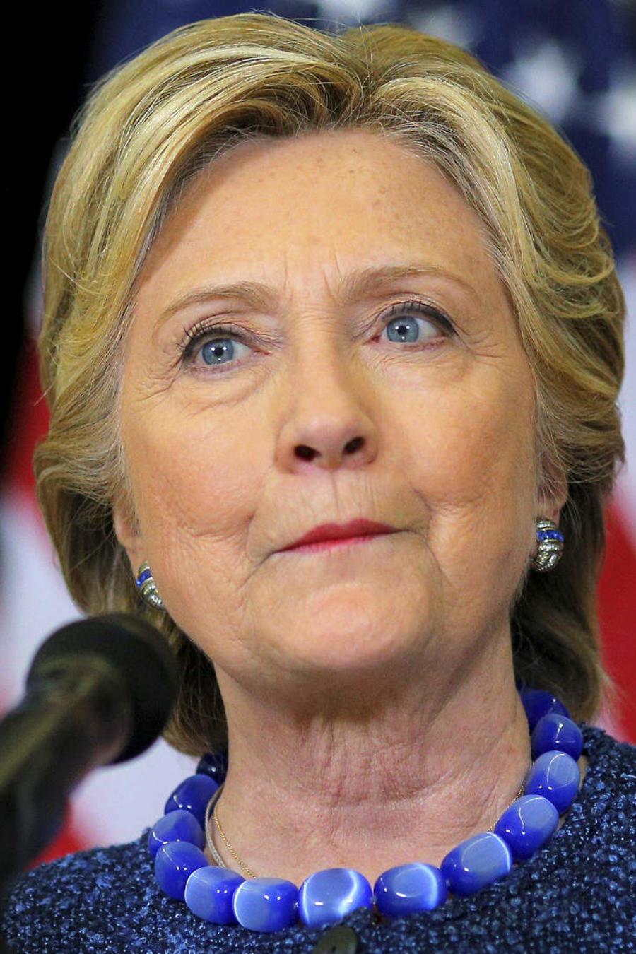Hillary pide que muestren sus correos