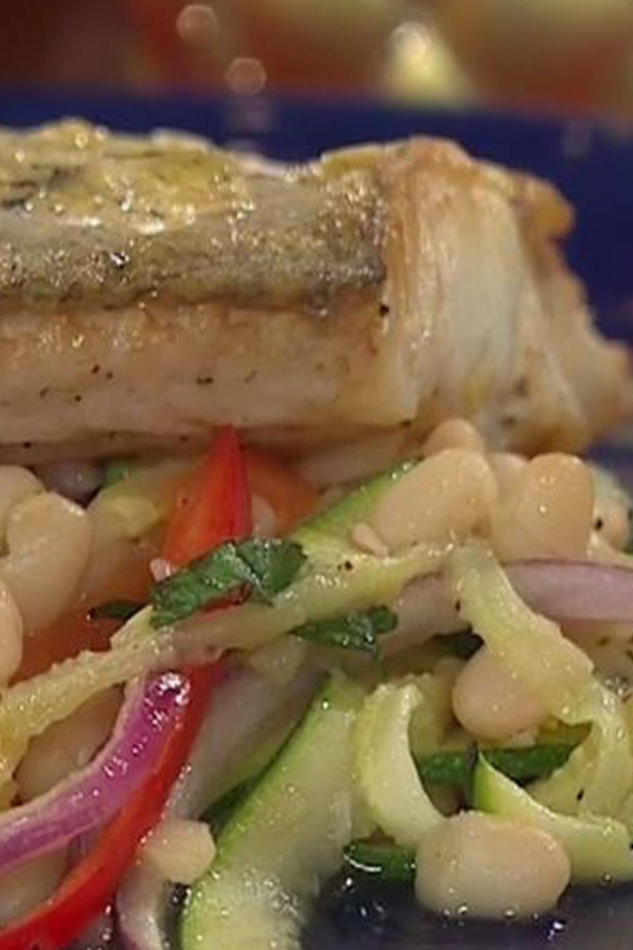 Recetas de cocina: Pescado con ensalada de frijoles
