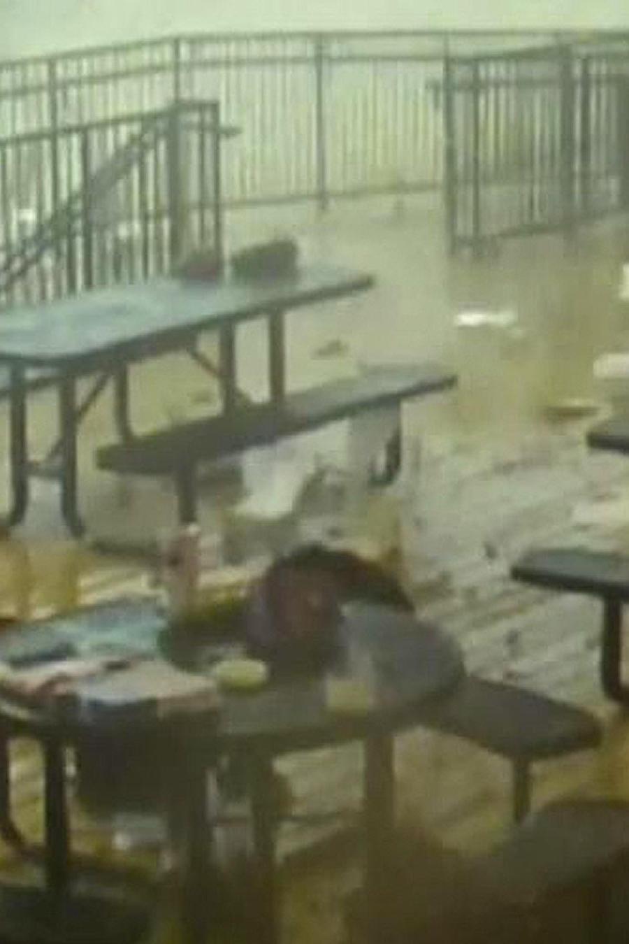 tornado destruye colegio