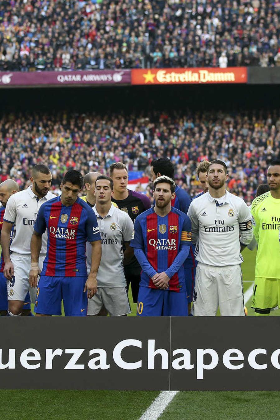 Tributo general a los futbolistas muertos