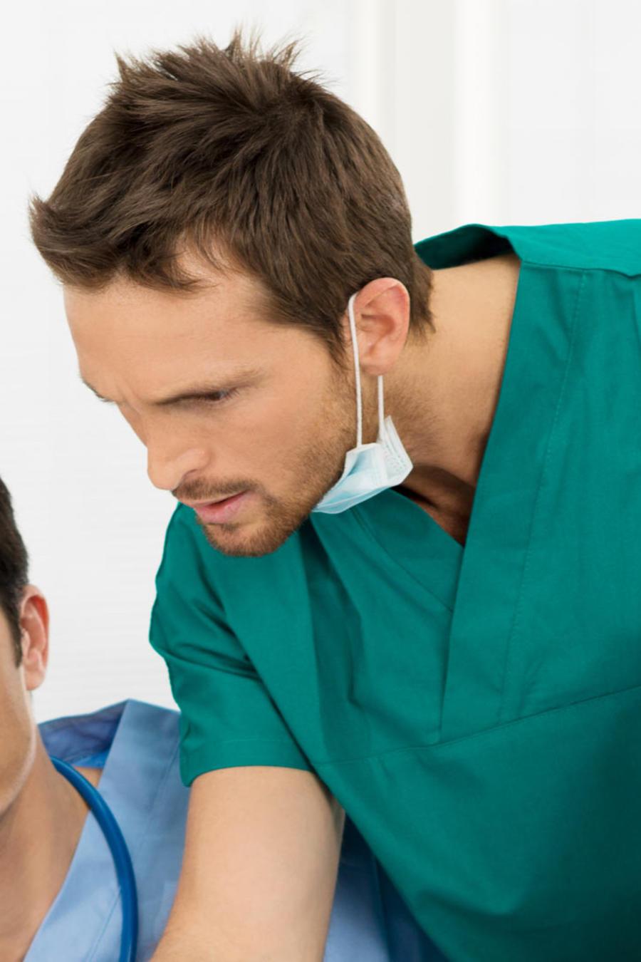 enfermero con medicos