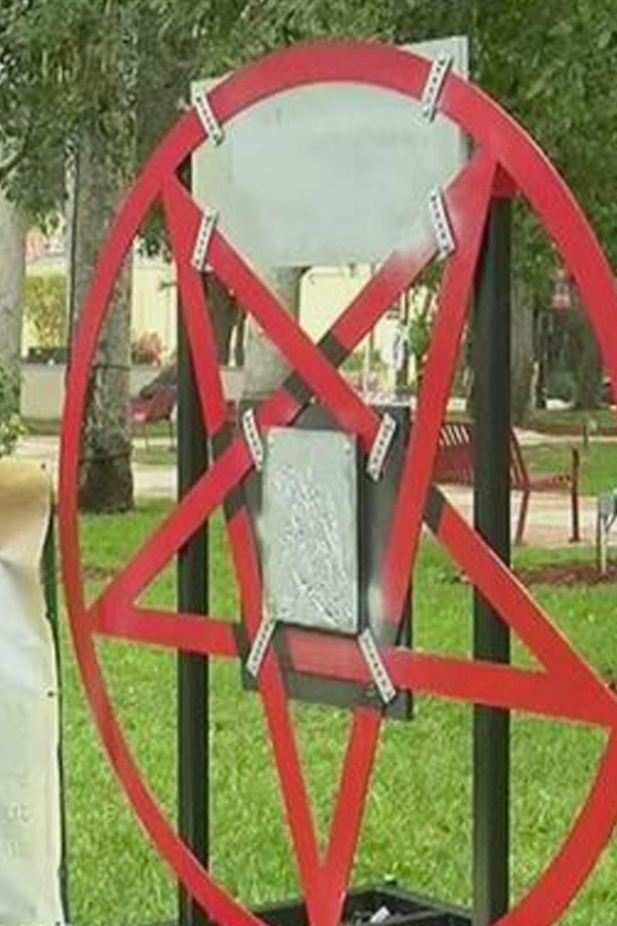 colocan pentagrama satanico