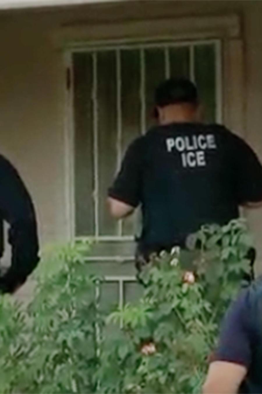 Un abogado revela lo que los indocumentados pueden hacer si la migra llega a sus casas