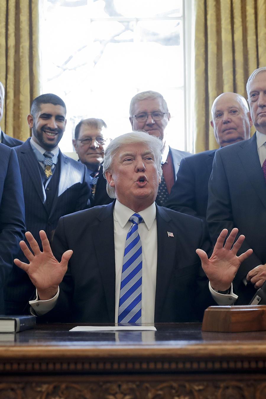 """Tras derrota en el Congreso, Trump vaticina """"explosión"""" de Obamacare"""
