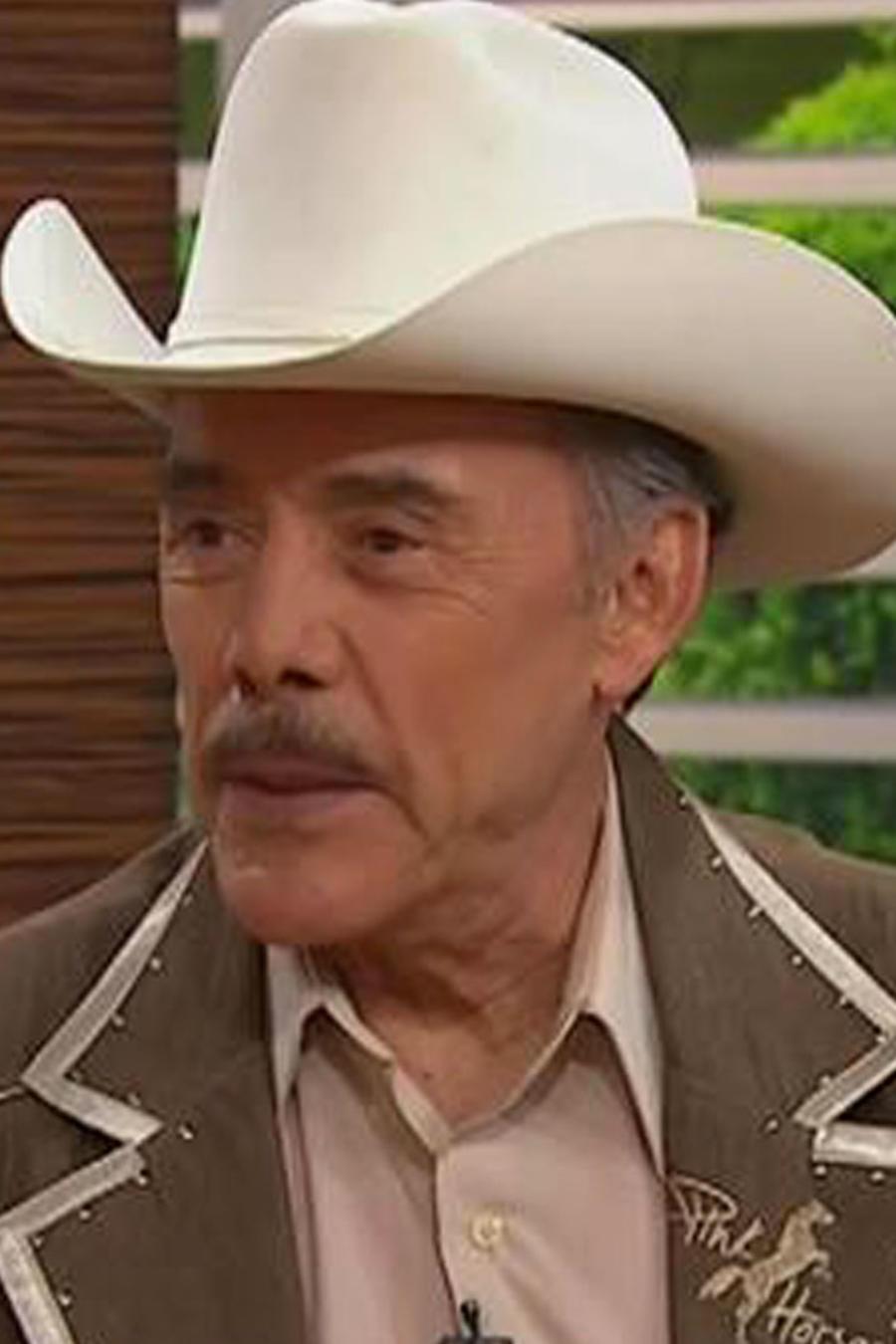 ¡Don Pedro Rivero llega a la casita de Un Nuevo Día!