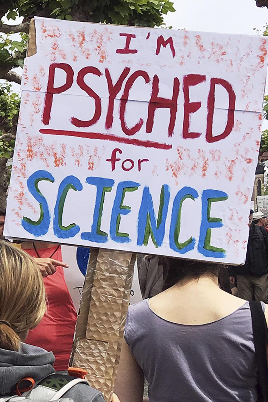 Miles de personas marchan en apoyo a la ciencia