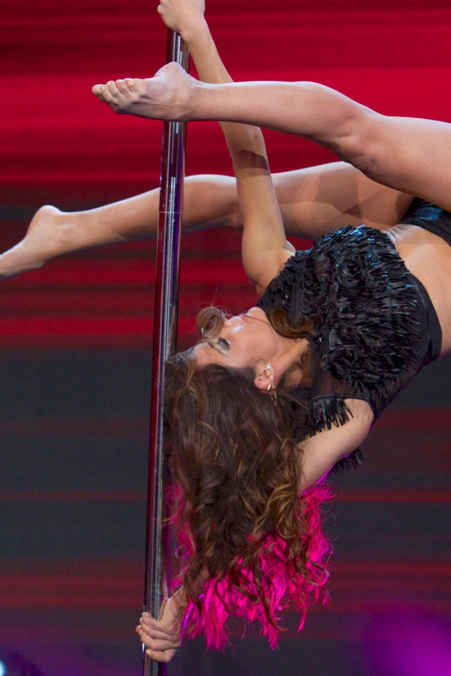 Pole dance de María León