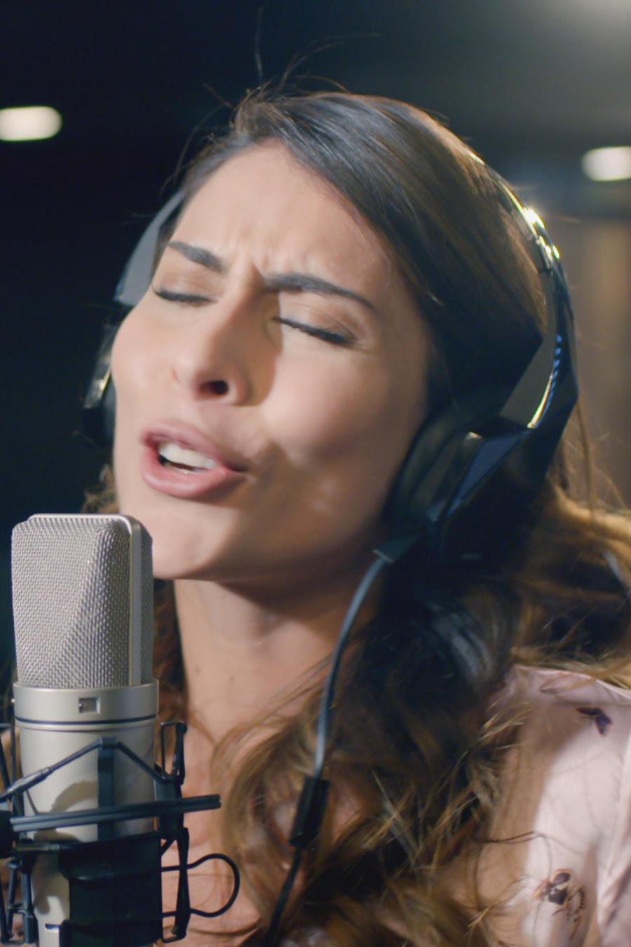 María León, Manara, cantando, Guerra de Ídolos