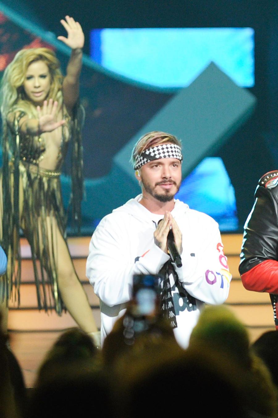 Zion y Lennox cantando con J Balvin