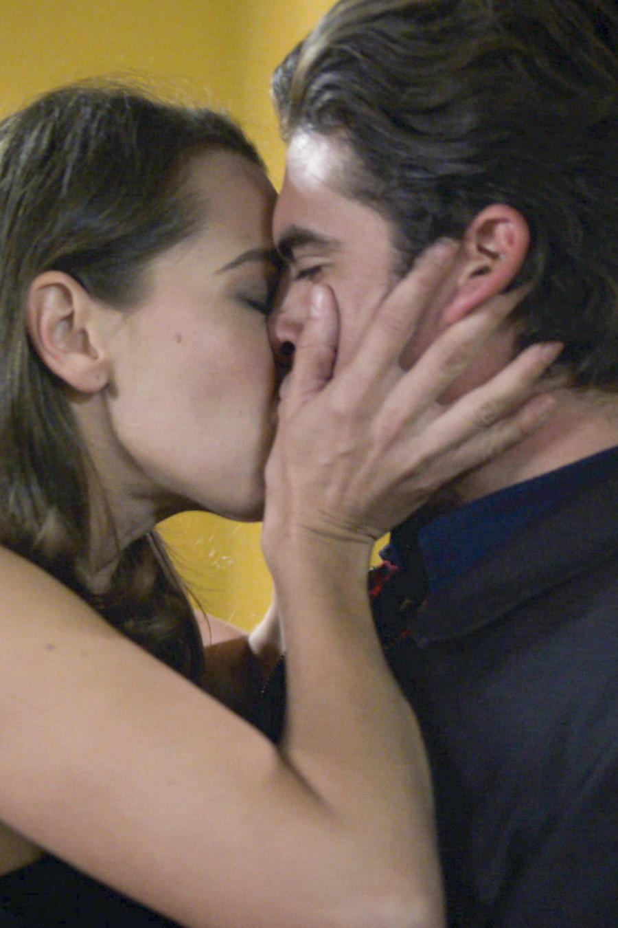 Iván Arana, Ismael Casillas, besando a su cuñada, El Señor de los Cielos