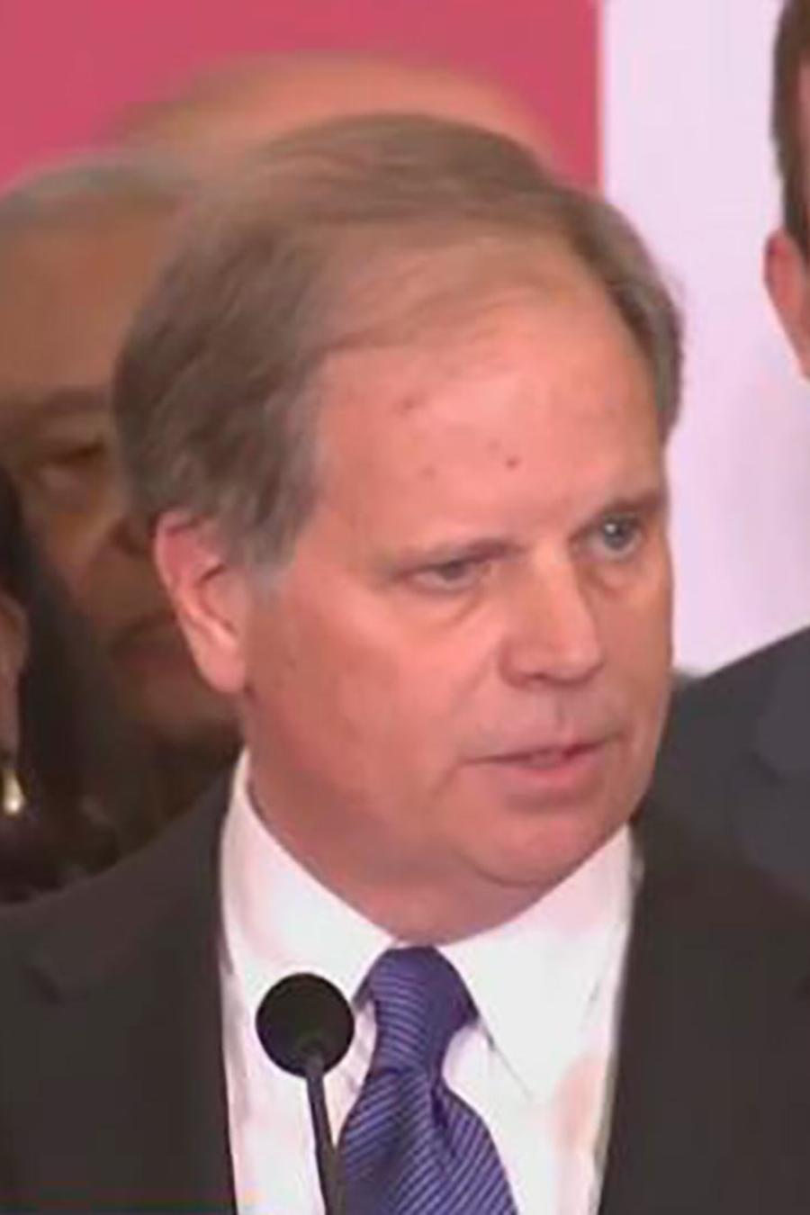 Roy Moore no acepta la derrota en Alabama, mientras los demócratas festejan la victoria
