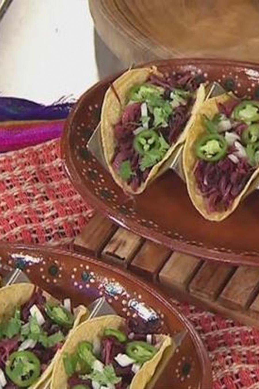 ¡El chef Eddie Garza nos enseña cómo hacer unos Tacos con Flor de Jamaica!