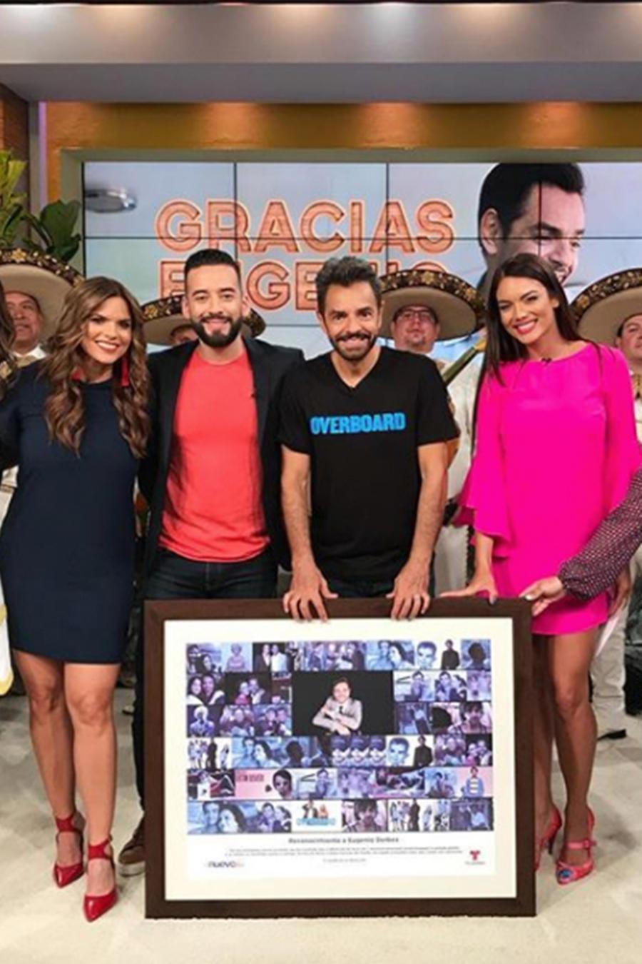¡Eugenio Derbez le cumple su promesa a Guillermo del Toro y a Amelia Macchiavello!