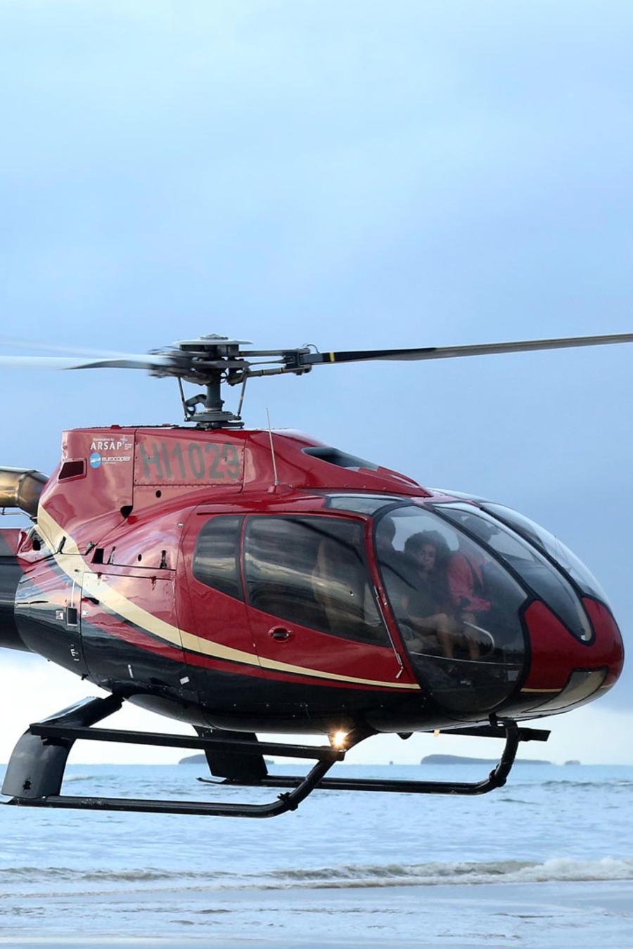 Helicóptero aterrizando a la Isla Exatlón
