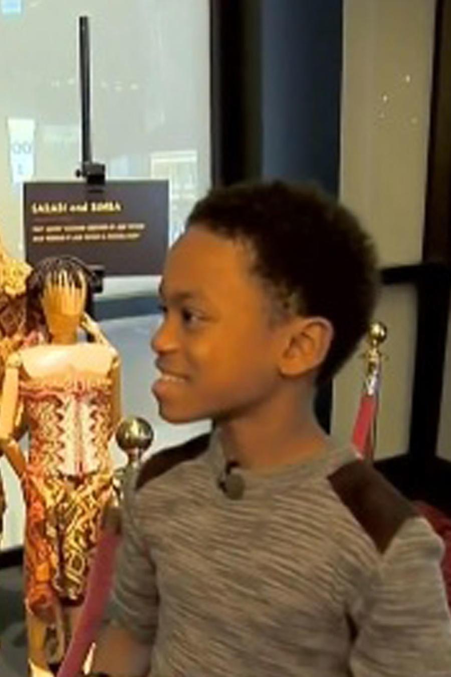Niño dominicano en Broadway