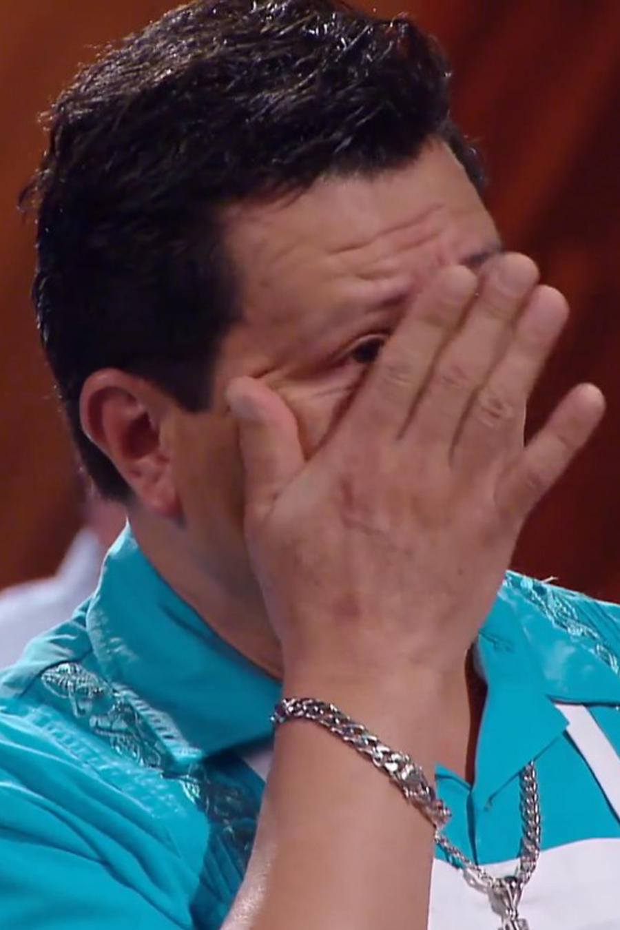 Dennis lloró de emoción por el éxito de Miriam