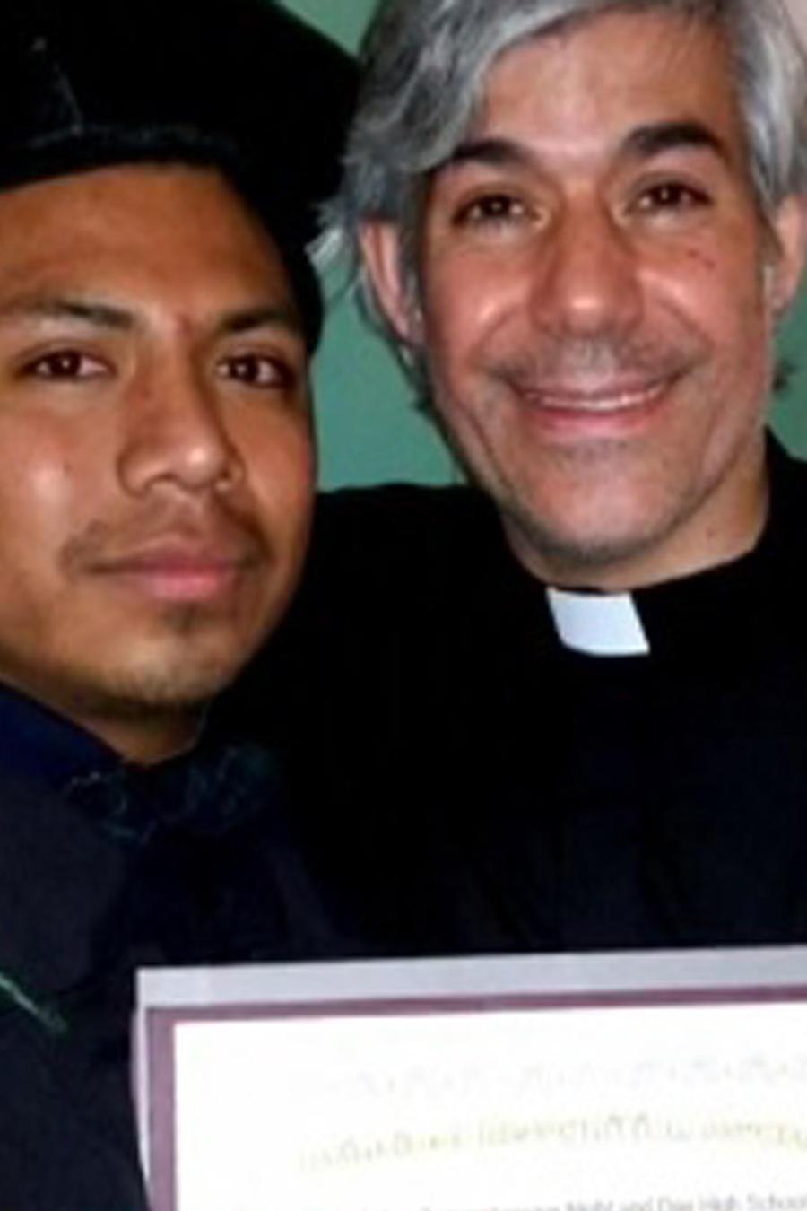 """Sacerdote """"El ángel de los inmigrantes"""""""