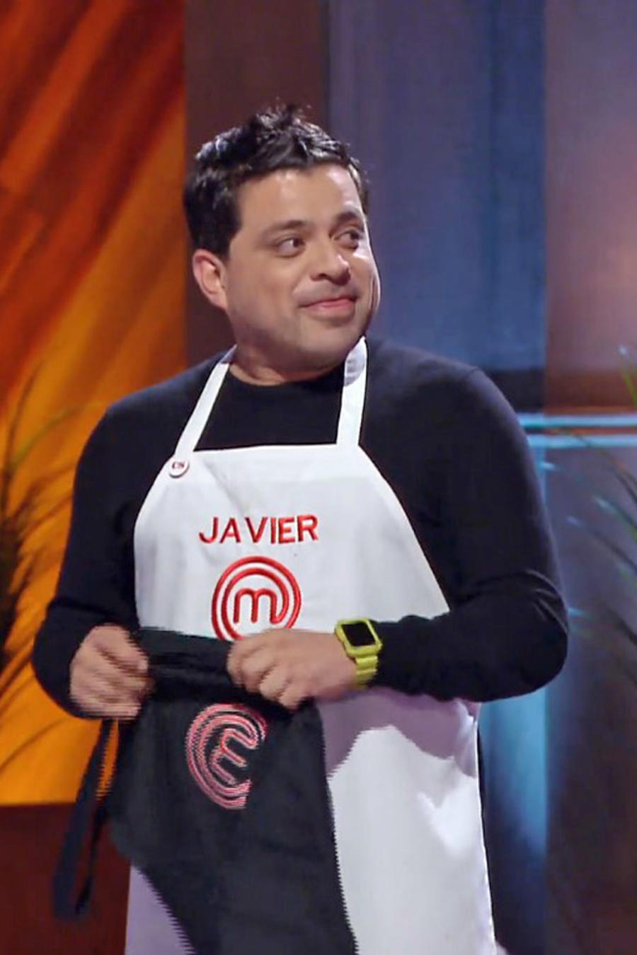 Javier decidió entregar el delantal negro a John
