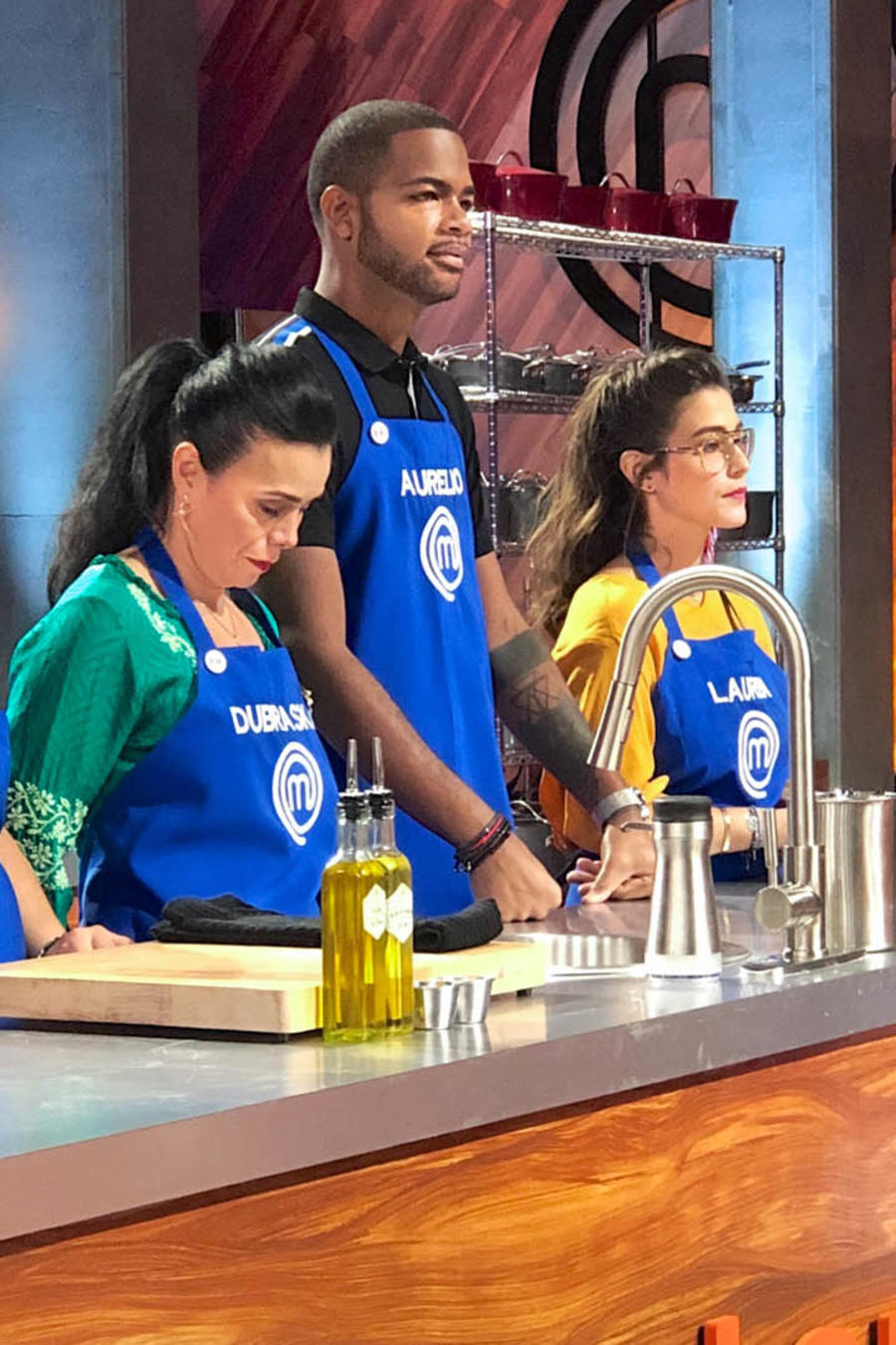 Equipo azul eligió cocinar el pollo con alcachofas en MasterChef Latino 2