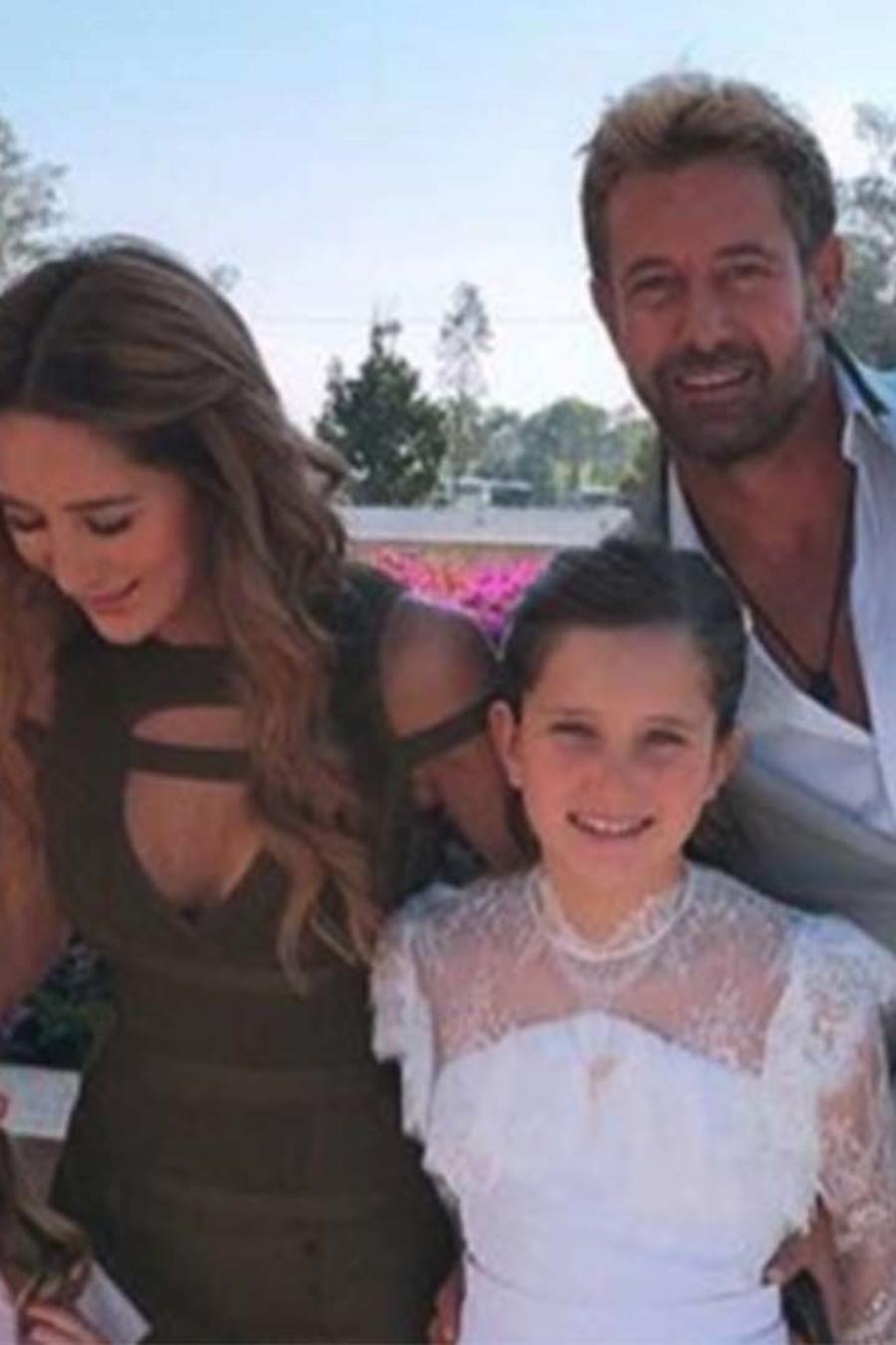 Comunión Elissa, hija de Geraldine Bazán y Gabriel Soto