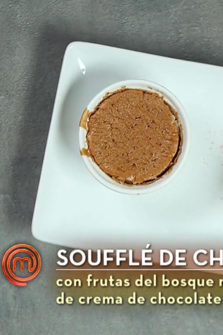 Soufflé de cacao orgánico de John Pardo en la gran final de MasterChef Latino 2