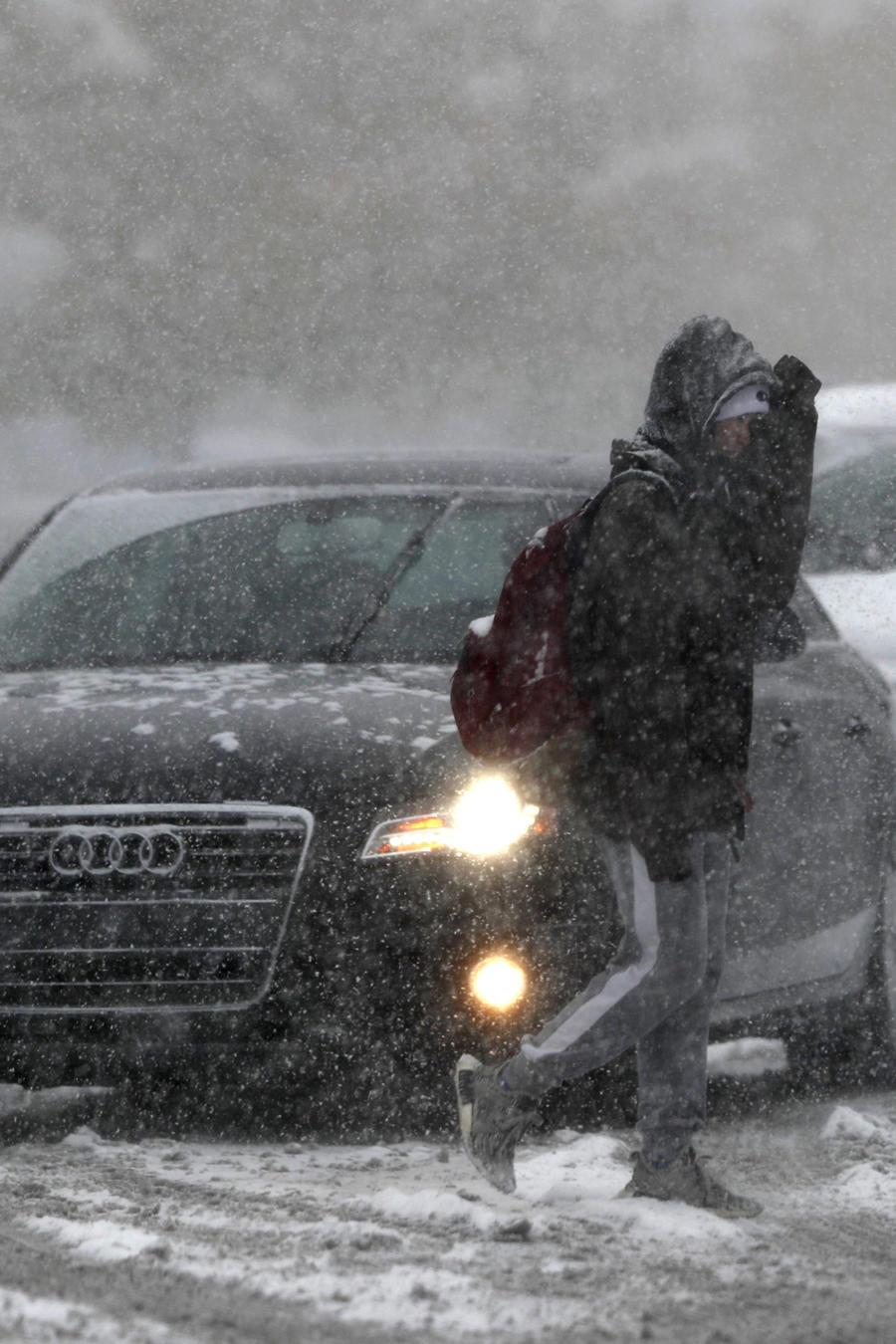 Una poderosa tormenta amenaza con dejar hasta dos pies de nieve en algunos estados del centro del país. Las alertas se extienden desde el estado de Washington hasta Colorado.