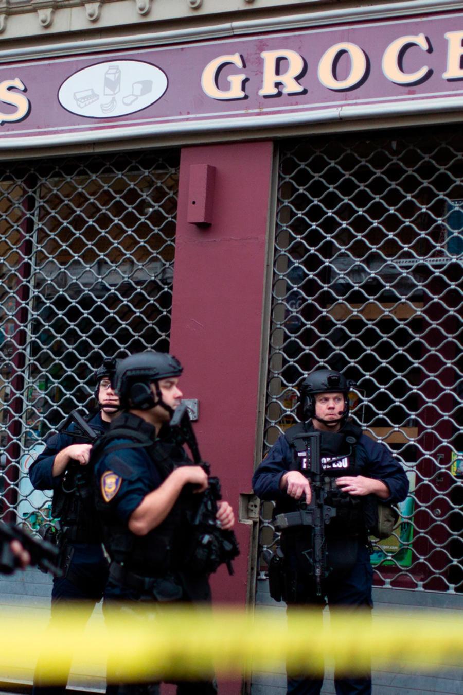 Tienda donde se encontraron varios cuerpos tras brutal tiroteo en Jersey City.