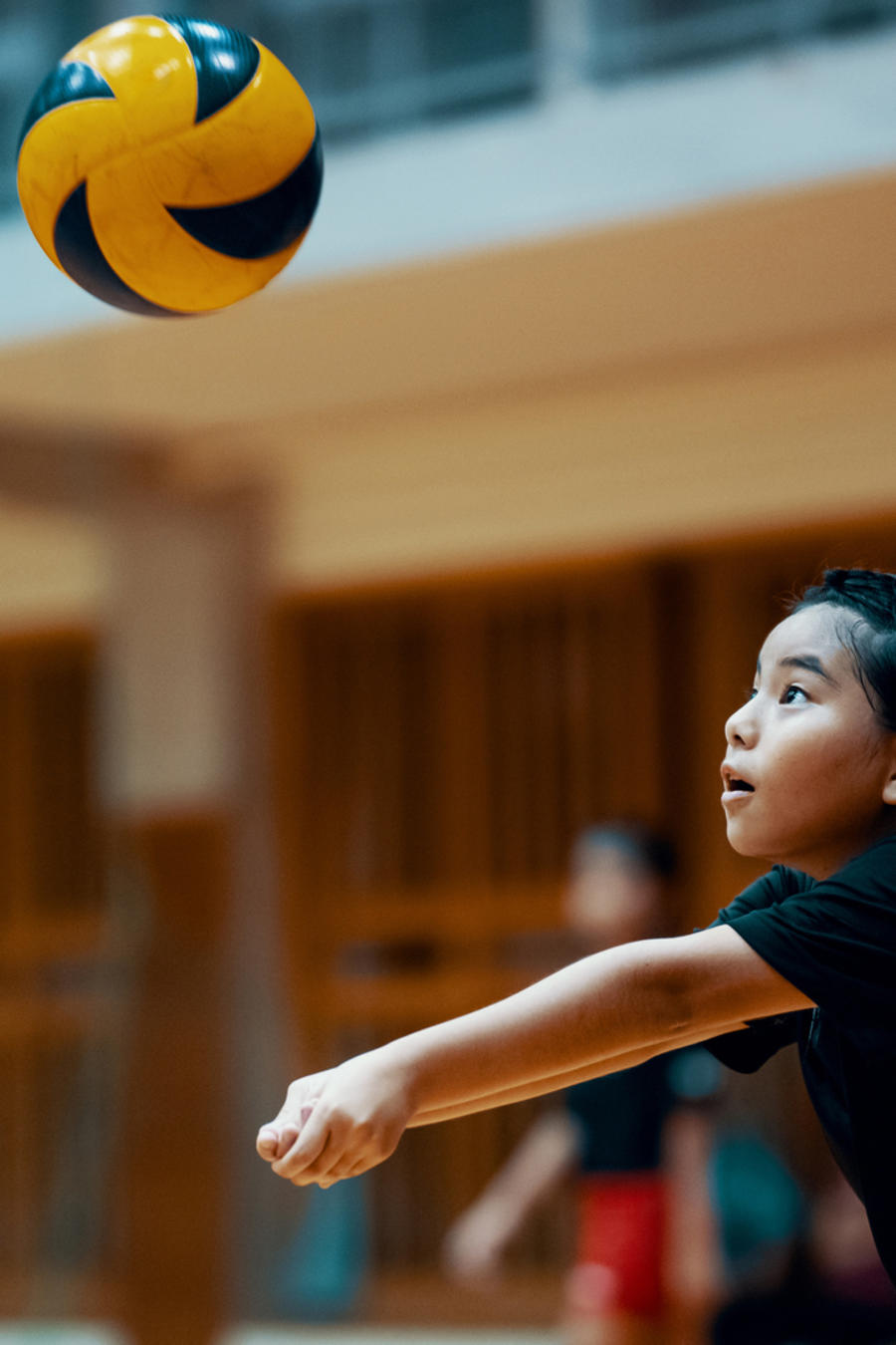 Jugar voleibol