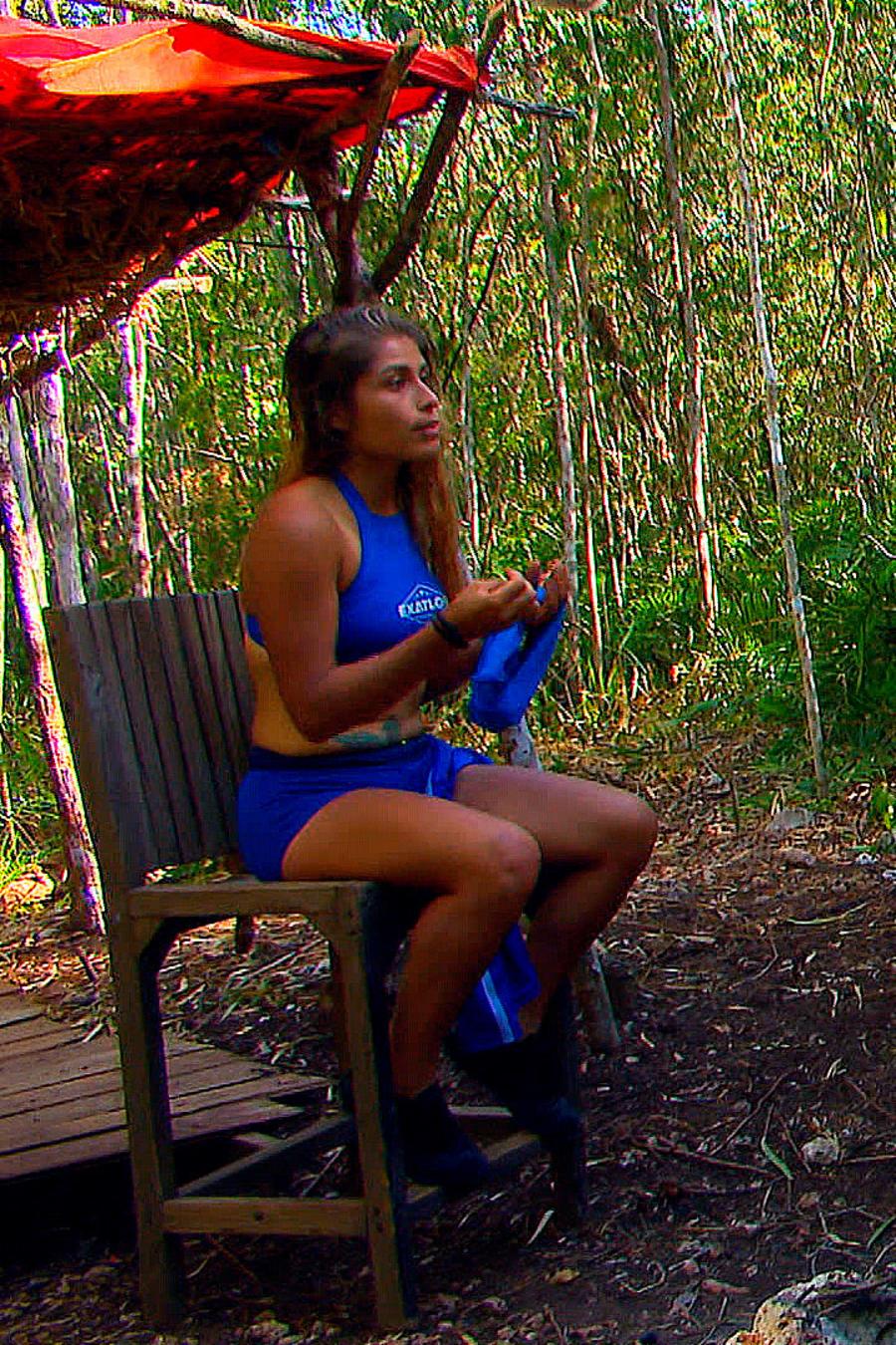 Verónica habla con Chuy y Elías