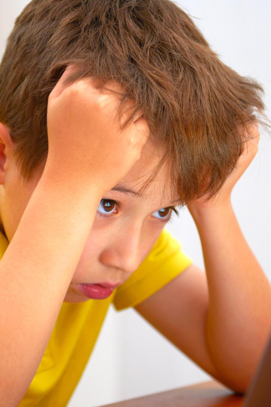 Niño frustrado