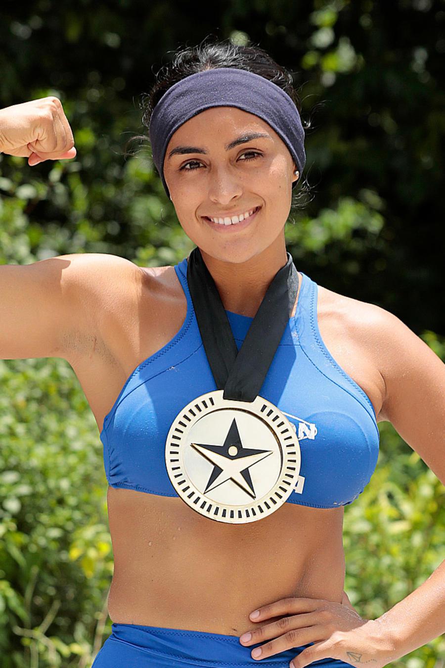 Claudia presume medalla
