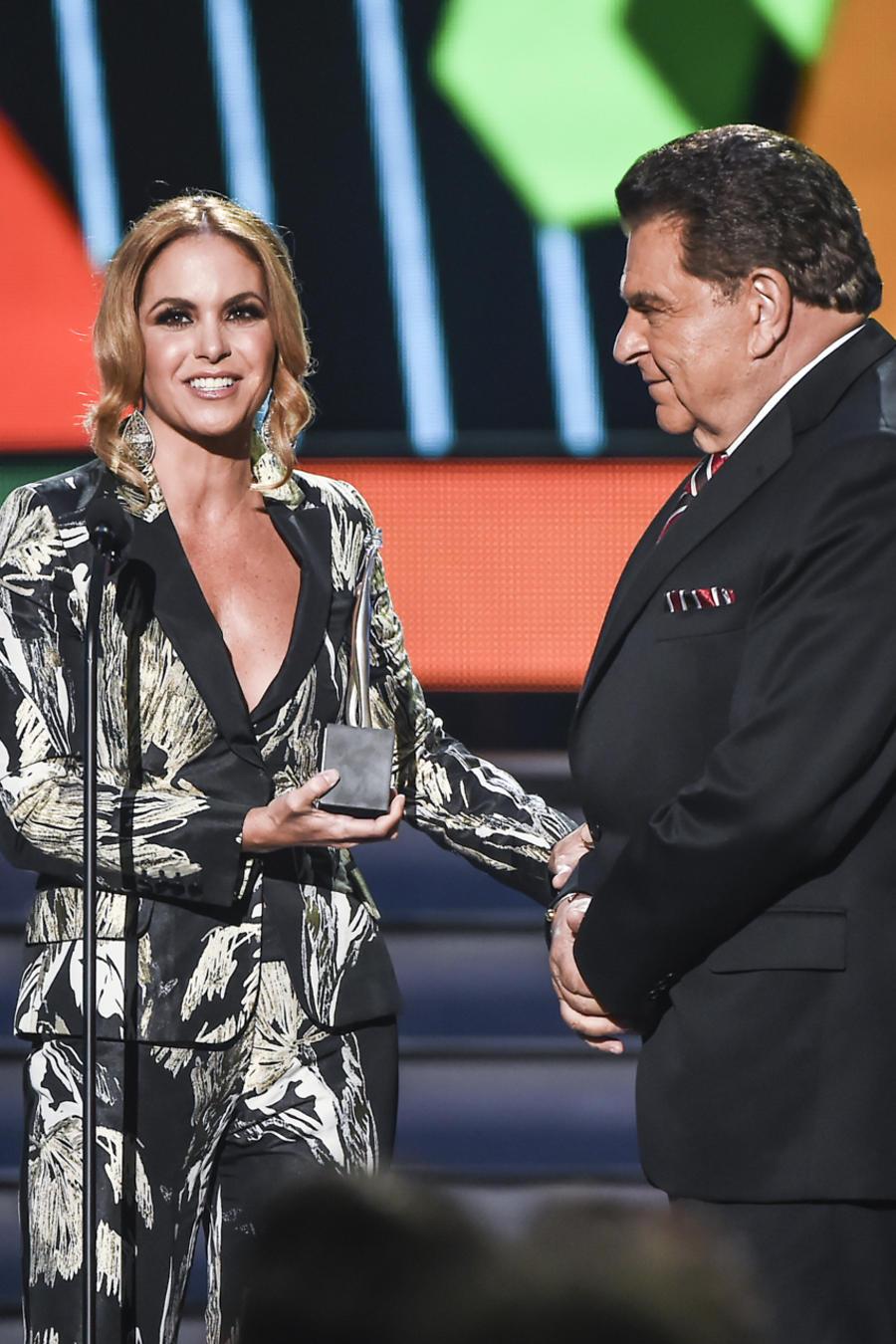 Don Francisco recibió un homenaje en Premios tu Mundo 2015